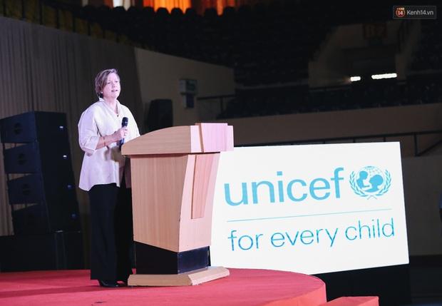 Nhiều nghệ sĩ Việt hưởng ứng ngày Văn hoá Hoà bình TP. HCM 2019, chung tay chống bạo lực và xâm hại trẻ em - Ảnh 2.