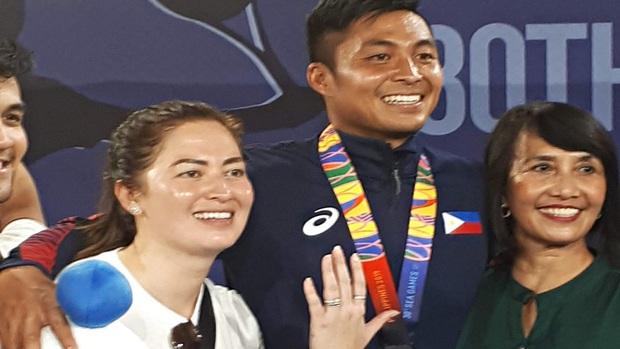 Cầu hôn bạn gái ngay sau khi giành HCB và cái kết khiến tay vợt Philippines trở thành VĐV hạnh phúc nhất SEA Games 30 - Ảnh 2.