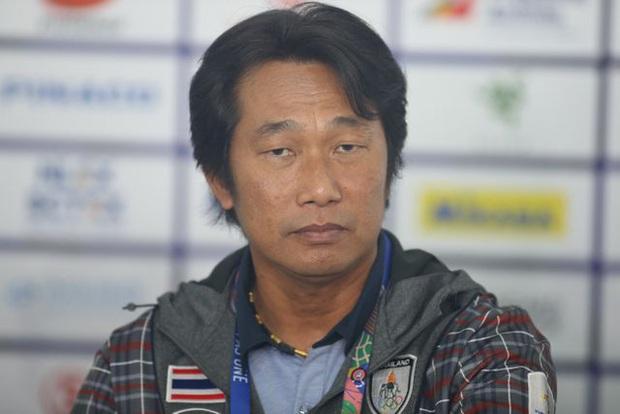 Thua 2 trận chung kết liên tiếp, HLV Thái Lan vẫn nói cứng: Tuyển nữ Việt Nam không mạnh hơn chúng tôi - Ảnh 1.