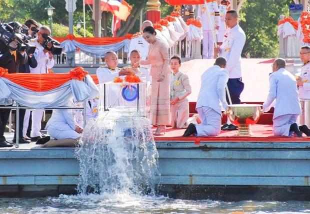 Hai nàng công chúa khác nhau một trời một vực của Hoàng gia Thái Lan: Người dịu dàng chuẩn mực, người nổi loạn cá tính - Ảnh 1.