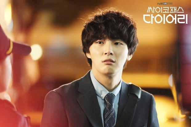 Review Psychopath Diary: Cười nghiêng ngả vì sát nhân Yoon Shi Yoon, toàn mùi đam mĩ vì nam phụ quá ngầu - Ảnh 4.