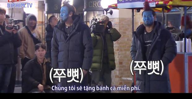 Hình phạt hóa trang hài hước nhất lịch sử Running Man: Cosplay Yondu phát bánh cá giữa chợ - Ảnh 4.