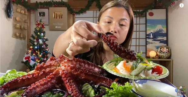 Quỳnh Trần JP chia sẻ: Các video ăn uống, nói chuyện với mọi người không bao giờ có kịch bản, có gì nói đấy, có sao kể vậy - Ảnh 4.