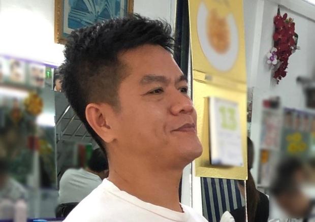 Blogger người Nhật đến phố Bùi Viện hỏi: Cắt cho tôi kiểu tóc phổ biến nhất Việt Nam và cái kết khiến anh cười phớ lớ - Ảnh 2.