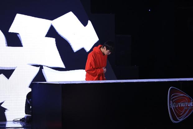 Siêu trí tuệ: Chàng trai phân biệt 200 tờ giấy trắng khiến Trấn Thành bật khóc, giám khảo khoa học không thể giải thích - Ảnh 5.