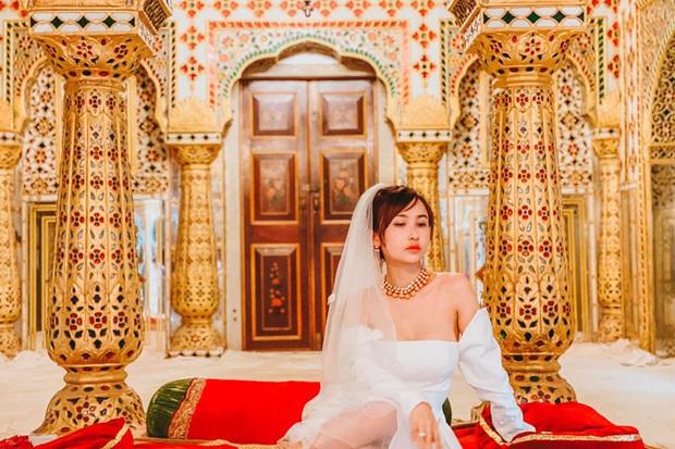Vợ chồng đại gia Minh Nhựa lặn lội sang Ấn Độ chụp ảnh 8 năm ngày cưới nhưng lại bị đôi giày quá cỡ của Mina giật hết spotlight - Ảnh 4.