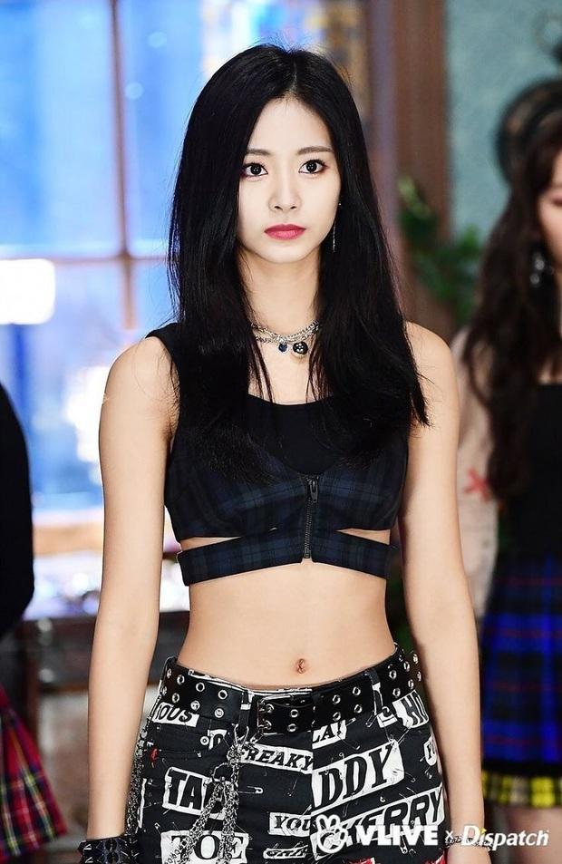 Nhìn lại 1 thập kỷ, 10 em út Kpop năm nào đã dậy thì ngoạn mục: Taemin - Umji lột xác, Lisa, Jungkook ngày càng sexy - Ảnh 20.