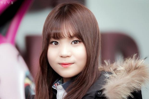 Nhìn lại 1 thập kỷ, 10 em út Kpop năm nào đã dậy thì ngoạn mục: Taemin - Umji lột xác, Lisa, Jungkook ngày càng sexy - Ảnh 21.