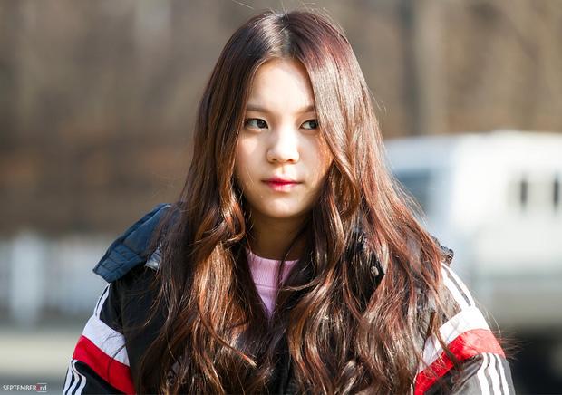 Nhìn lại 1 thập kỷ, 10 em út Kpop năm nào đã dậy thì ngoạn mục: Taemin - Umji lột xác, Lisa, Jungkook ngày càng sexy - Ảnh 22.
