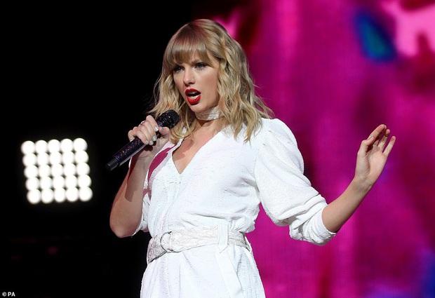 Chị rắn Taylor Swift lên cân trông thấy, cặp đùi tăng size nhưng vòng 1 khủng ngày nào đâu rồi? - Ảnh 3.