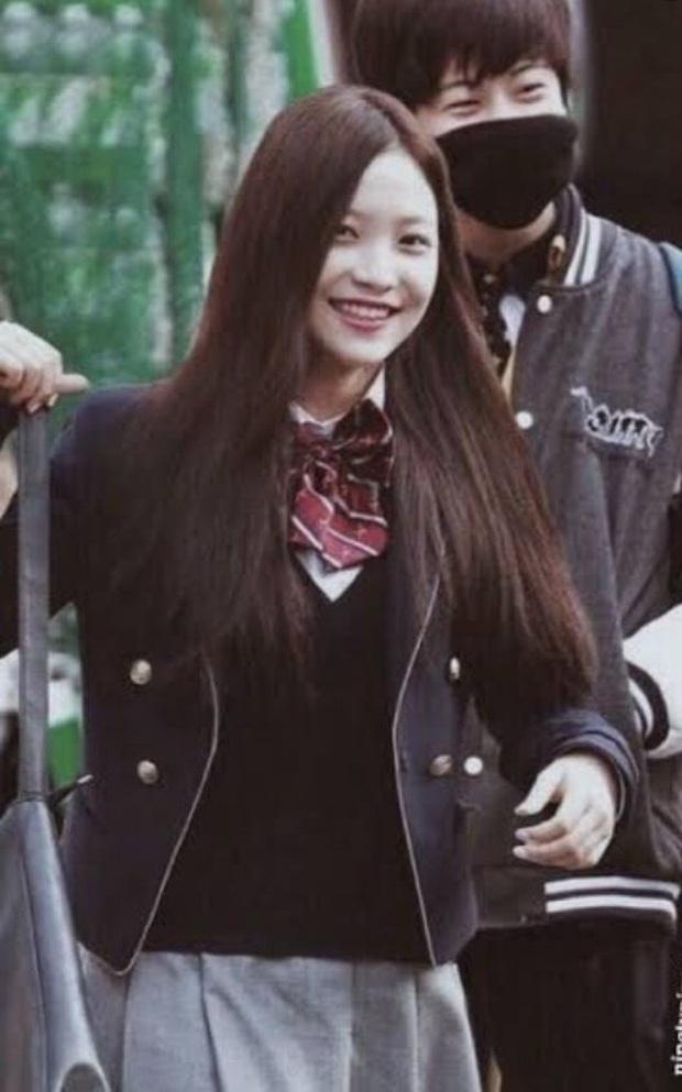 Nhìn lại 1 thập kỷ, 10 em út Kpop năm nào đã dậy thì ngoạn mục: Taemin - Umji lột xác, Lisa, Jungkook ngày càng sexy - Ảnh 27.