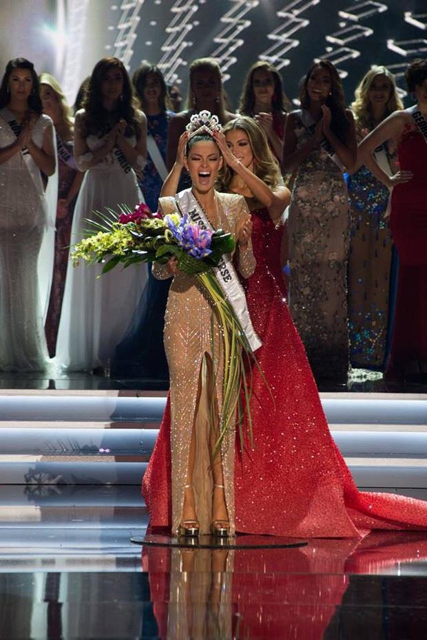 Chân dài Nam Phi liên tục giành giải cao tại 3 mùa Miss Universe: Màn phục thù thành công từ Á hậu 1 2018 tới Tân Hoa hậu 2019! - Ảnh 3.