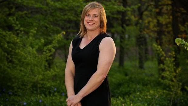 Cầu thủ chuyển giới được phép thi đấu bóng đá nữ hay không? - Ảnh 3.