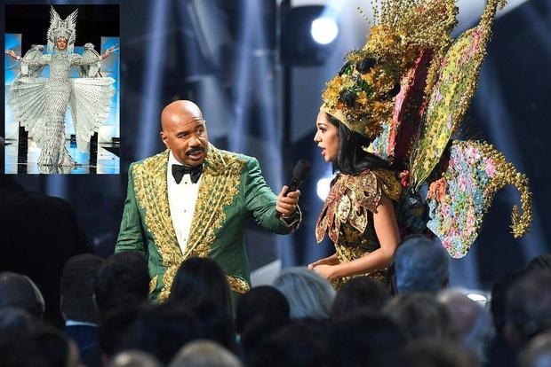 MC Steve Harvey lặp lại sự cố 2015 khi công bố nhầm kết quả giải Quốc phục trong đêm chung kết Miss Universe 2019? - Ảnh 2.
