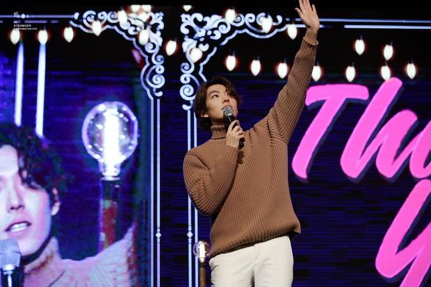 Kim Woo Bin lột xác ngoạn mục tại sự kiện đầu tiên: Visual còn đỉnh hơn xưa, vỡ òa trước dàn khách mời đặc biệt - Ảnh 1.