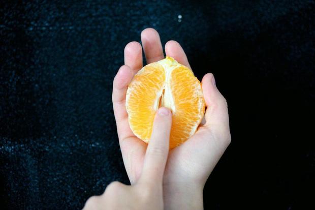Tình trạng khô âm đạo xuất hiện khi trời lạnh có thể gây ảnh hưởng đến chất lượng cuộc yêu của bạn - Ảnh 2.