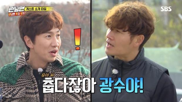 Running Man: Lee Kwang Soo dẹp bỏ ga lăng, từ chối nhường áo cho khách mời nữ vì nghe thấy tên bạn gái - Ảnh 3.