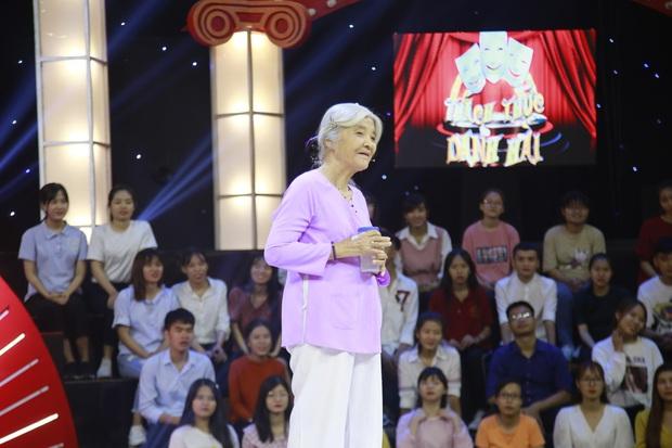 """""""Thánh chửi"""" U80 bất ngờ được Trấn Thành, Trường Giang đặc cách mời vào Gala Thách thức danh hài - Ảnh 2."""