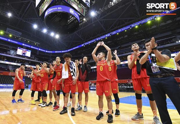 HLV trưởng tuyển bóng rổ Việt Nam thừa nhận thất bại đáng tiếc, hướng các học trò đến trận tranh huy chương đồng - Ảnh 3.