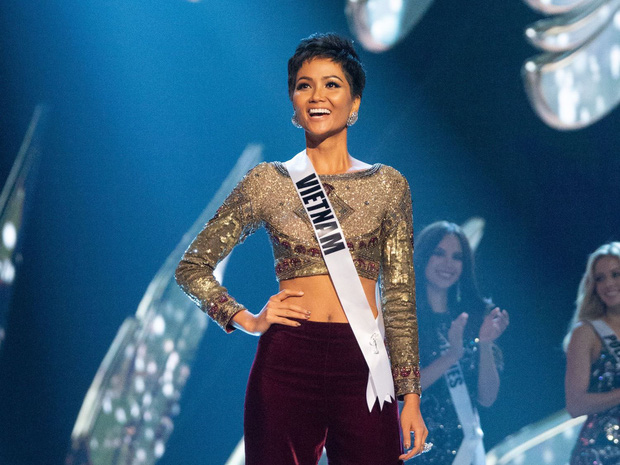 Trọn vẹn màn phát biểu của Hoàng Thùy khi lọt Top 20: Cô bé bán hàng rong trên xe lửa đến Miss Universe, tôi đã làm được! - Ảnh 4.
