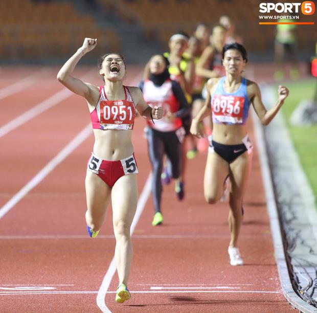 Bức ảnh ấn tượng nhất ngày: Cảm xúc hạnh phúc tột cùng của Đinh Thị Bích khi giành HCV ngay trong lần đầu tham dự SEA Games - Ảnh 1.