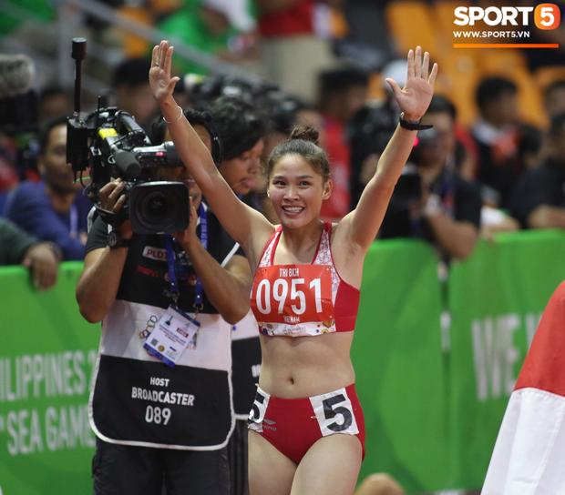 Bức ảnh ấn tượng nhất ngày: Cảm xúc hạnh phúc tột cùng của Đinh Thị Bích khi giành HCV ngay trong lần đầu tham dự SEA Games - Ảnh 3.