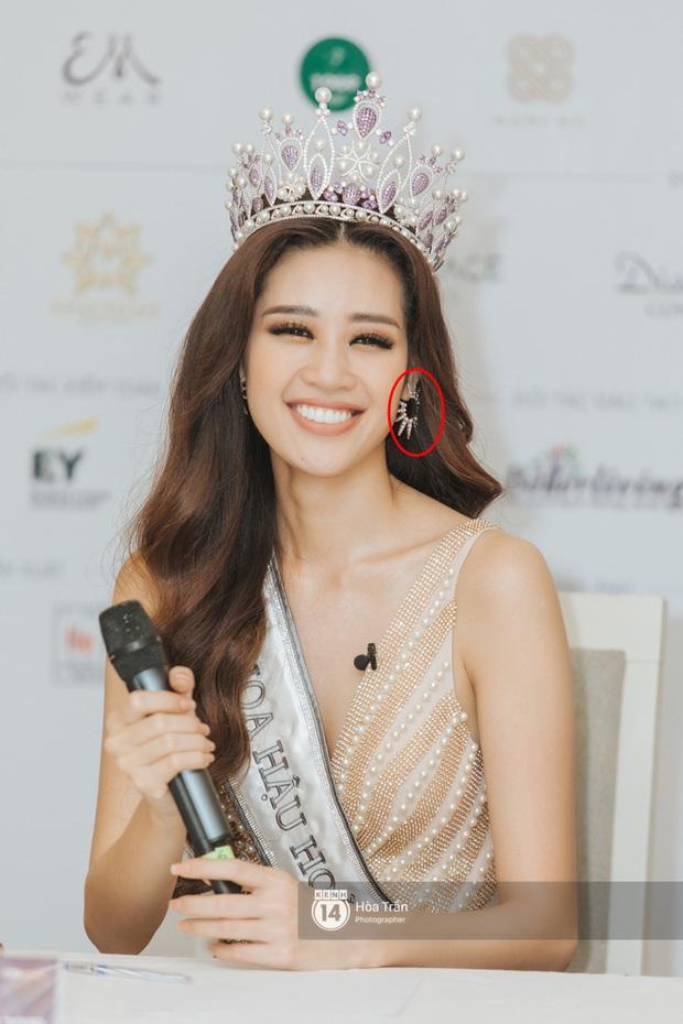 Đăng quang cách nhau 1 ngày nhưng Miss Universe 2019 và Hoa hậu Khánh Vân lại có điểm trùng hợp đến ngỡ ngàng - Ảnh 2.