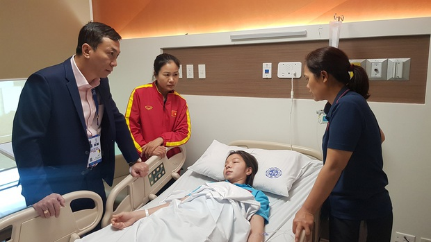 Tuyển thủ nữ Việt Nam ngất xỉu, phải đi cấp cứu sau trận chung kết với Thái Lan tại SEA Games 30 - Ảnh 1.