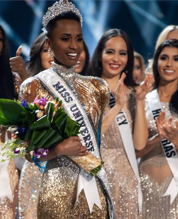 Chân dài Nam Phi liên tục giành giải cao tại 3 mùa Miss Universe: Màn phục thù thành công từ Á hậu 1 2018 tới Tân Hoa hậu 2019! - Ảnh 1.