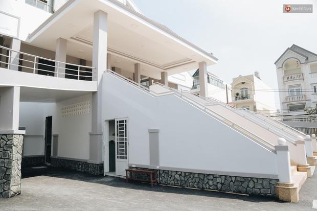 Sau hơn 1 năm được thần đèn phù phép, nhà thờ nặng hàng ngàn tấn ở Sài Gòn chính thức được nâng lên cao 2m để đón Noel - Ảnh 16.