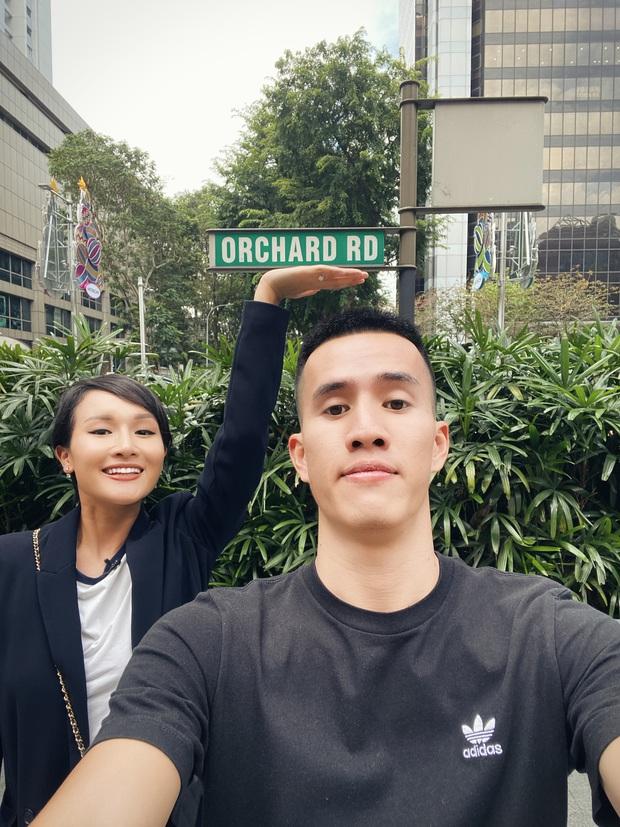 """Bị """"cấm"""" mua quần áo ở thiên đường mua sắm Orchard Road, Giang Ơi và Anh Bạn Thân mua ngay những món này cho bỏ tức - Ảnh 2."""