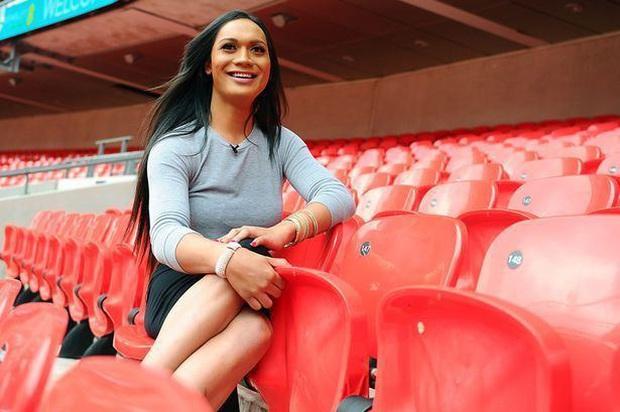 Cầu thủ chuyển giới được phép thi đấu bóng đá nữ hay không? - Ảnh 2.