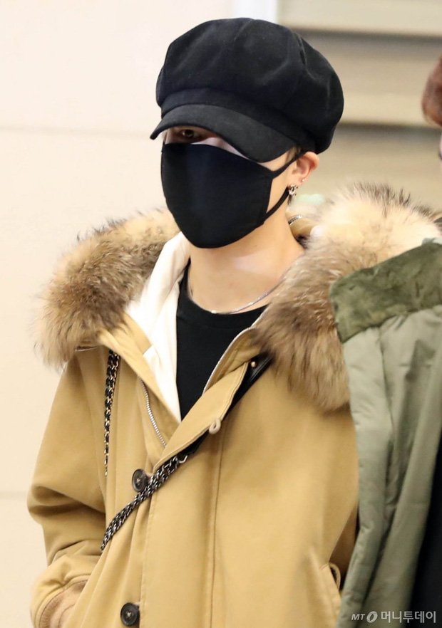 Hiếm lắm mới có dàn sao hot thế này ra sân bay: Yoona để tóc mới lạ, Jennie hóa gấu siêu cưng, BTS như đi catwalk - Ảnh 8.