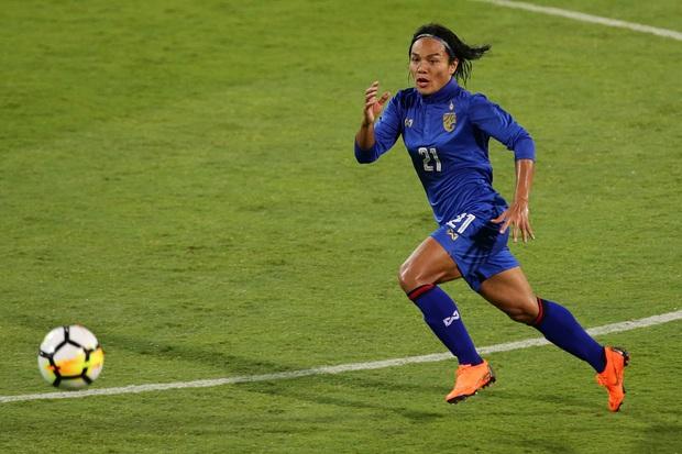 Cầu thủ chuyển giới được phép thi đấu bóng đá nữ hay không? - Ảnh 1.