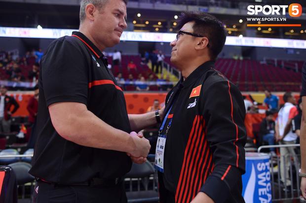 HLV trưởng tuyển bóng rổ Việt Nam thừa nhận thất bại đáng tiếc, hướng các học trò đến trận tranh huy chương đồng - Ảnh 1.