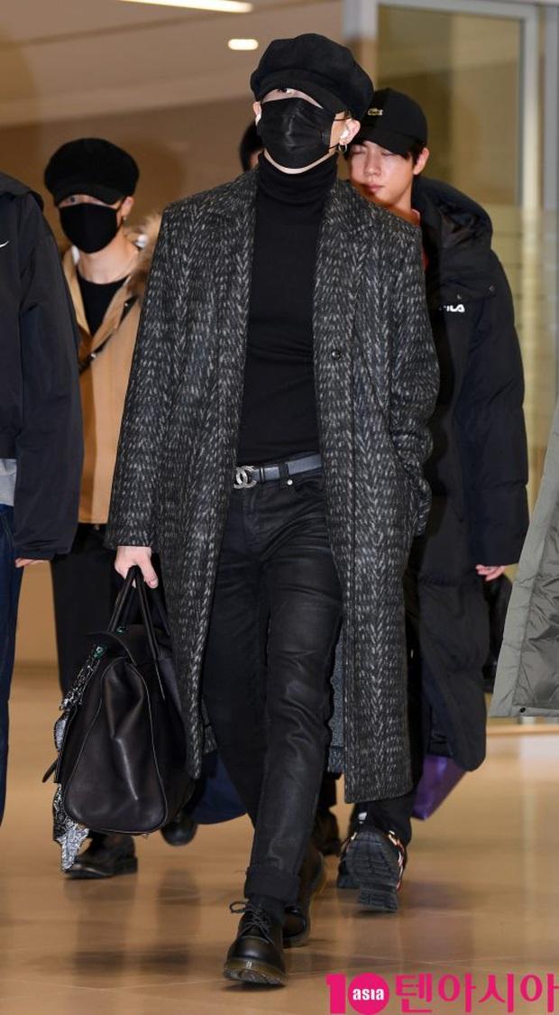 Hiếm lắm mới có dàn sao hot thế này ra sân bay: Yoona để tóc mới lạ, Jennie hóa gấu siêu cưng, BTS như đi catwalk - Ảnh 13.