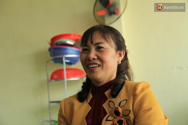 Bố mẹ kể về tuổi thơ của cô gái vàng Tuyết Dung: Nó trốn chơi bóng với bọn con trai, mẹ dùng roi quất mà vẫn không chịu nghe - Ảnh 13.