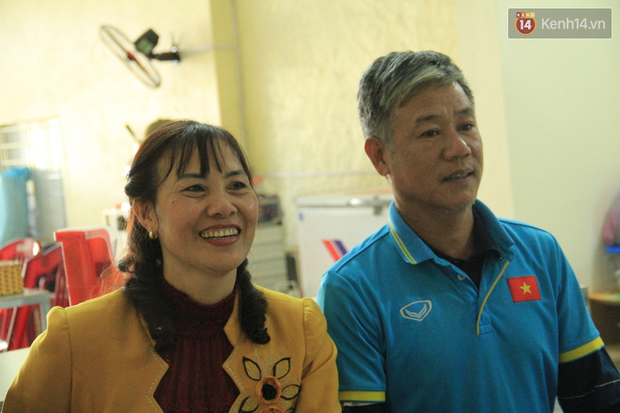 Bố mẹ kể về tuổi thơ của cô gái vàng Tuyết Dung: Nó trốn chơi bóng với bọn con trai, mẹ dùng roi quất mà vẫn không chịu nghe - Ảnh 10.