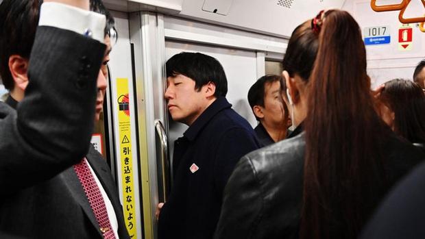 Tại sao ngày càng nhiều phụ nữ Nhật Bản chọn cuộc sống độc thân? Bi kịch thời hiện đại hay cách bảo vệ bản thân trước truyền thống lỗi thời? - Ảnh 1.