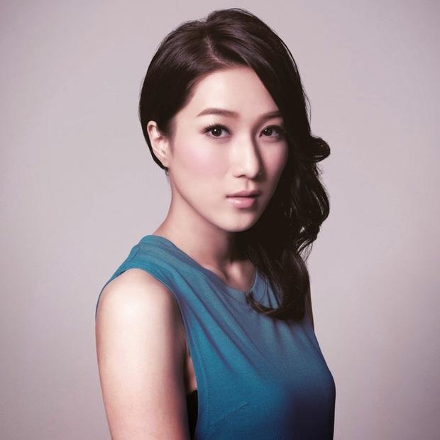 Chung Gia Hân: Hoa hậu trầm cảm tự la hét qua gương và cuộc tình quá đẹp chỉ sau 4 ngày gặp gỡ - Ảnh 4.