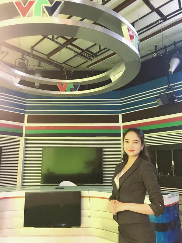 Top 3 Hoa khôi Sinh Viên 2018: Người vừa tốt nghiệp đã là BTV đài truyền hình, người nhan sắc thăng hạng không ngừng - Ảnh 4.