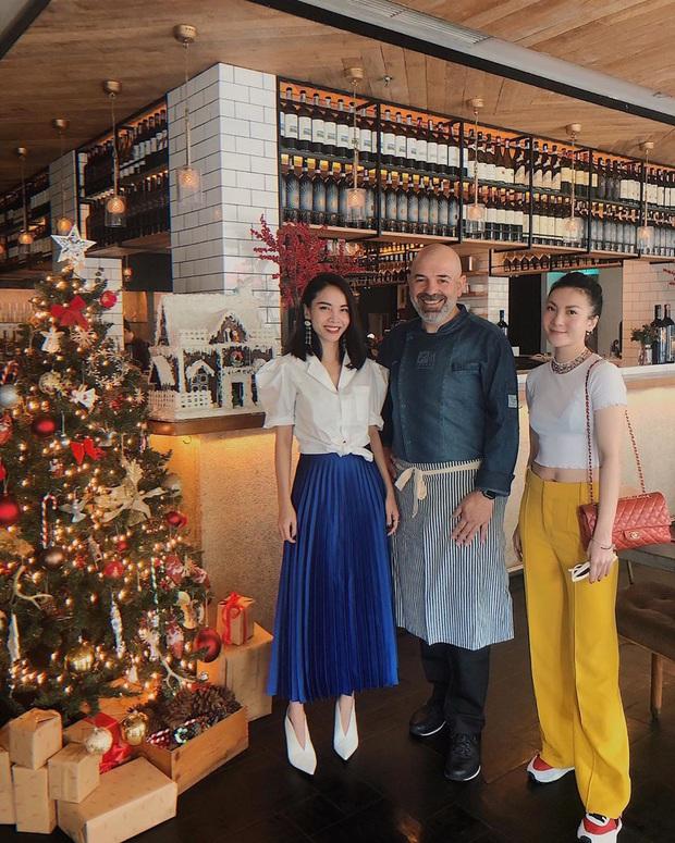 Street style sao Việt: Chi Pu cùng hội bạn thân sexy tóe khói, Lương Thùy Linh lại mặc rất đúng theme Giáng Sinh - Ảnh 12.