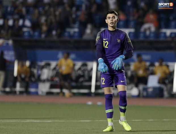 Chỉ vì 1 sai lầm, thủ thành đẹp trai của Indonesia bị báo chí nước nhà coi là vị trí yếu kém trước trận chung kết với Việt Nam - Ảnh 2.