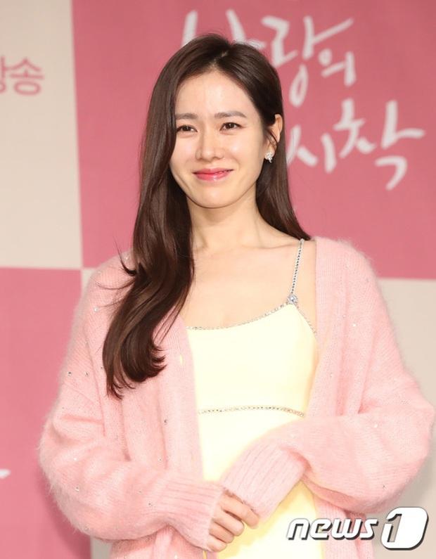 Sự kiện ngược đời: Nữ thần Son Ye Jin lu mờ trước nữ phụ cực sang chảnh, lộ khoảnh khắc cực tình với Hyun Bin - Ảnh 3.