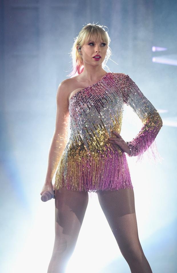 Chị rắn Taylor Swift lên cân trông thấy, cặp đùi tăng size nhưng vòng 1 khủng ngày nào đâu rồi? - Ảnh 7.