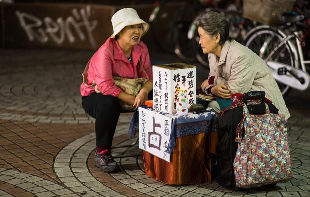 Xem bói ở Nhật Bản: Bị cấm ở nhiều quốc gia nhưng được xứ Phù Tang đặc biệt xem trọng - Ảnh 2.
