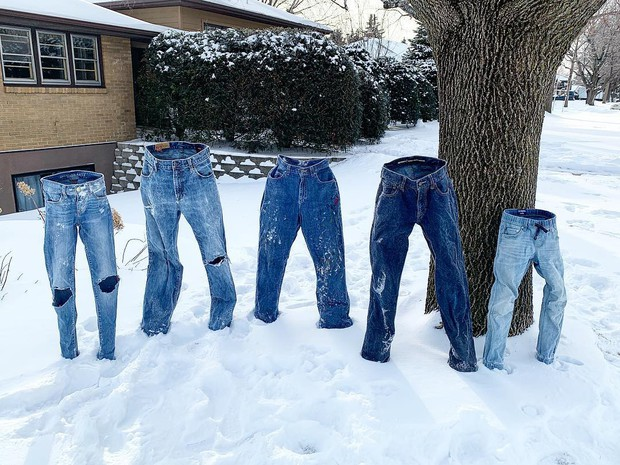 Lạc quan như người Mỹ: Thi nhau đông cứng quần jeans, nấu mì bay trong đợt giá rét kỷ lục - Ảnh 2.