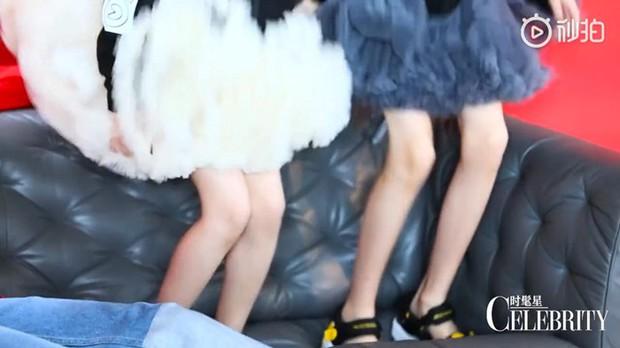 Bao Chửng Lục Nghị khoe ảnh Tết, netizen chỉ chú ý đến đôi chân gầy đến mức báo động của cô con gái - Ảnh 12.