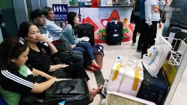 Sân bay Tân Sơn Nhất chật kín hành khách về quê trong ngày làm việc cuối cùng trước kì nghỉ Tết Nguyên đán Kỷ Hợi - Ảnh 3.