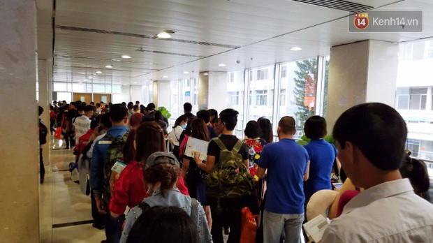 Sân bay Tân Sơn Nhất chật kín hành khách về quê trong ngày làm việc cuối cùng trước kì nghỉ Tết Nguyên đán Kỷ Hợi - Ảnh 10.